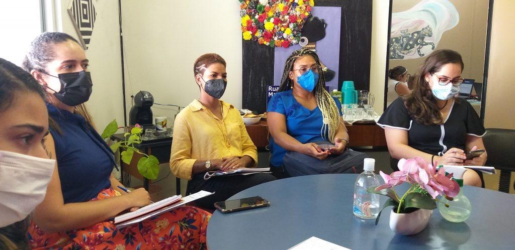 A equipe do Banco do Povo de Belém reuniu com a titular da Combel, Lívia Noronha; vereadora Lívia Duarte; e representante da Vara da Violência Doméstica e Familiar Contra a Mulher de Icoaraci.
