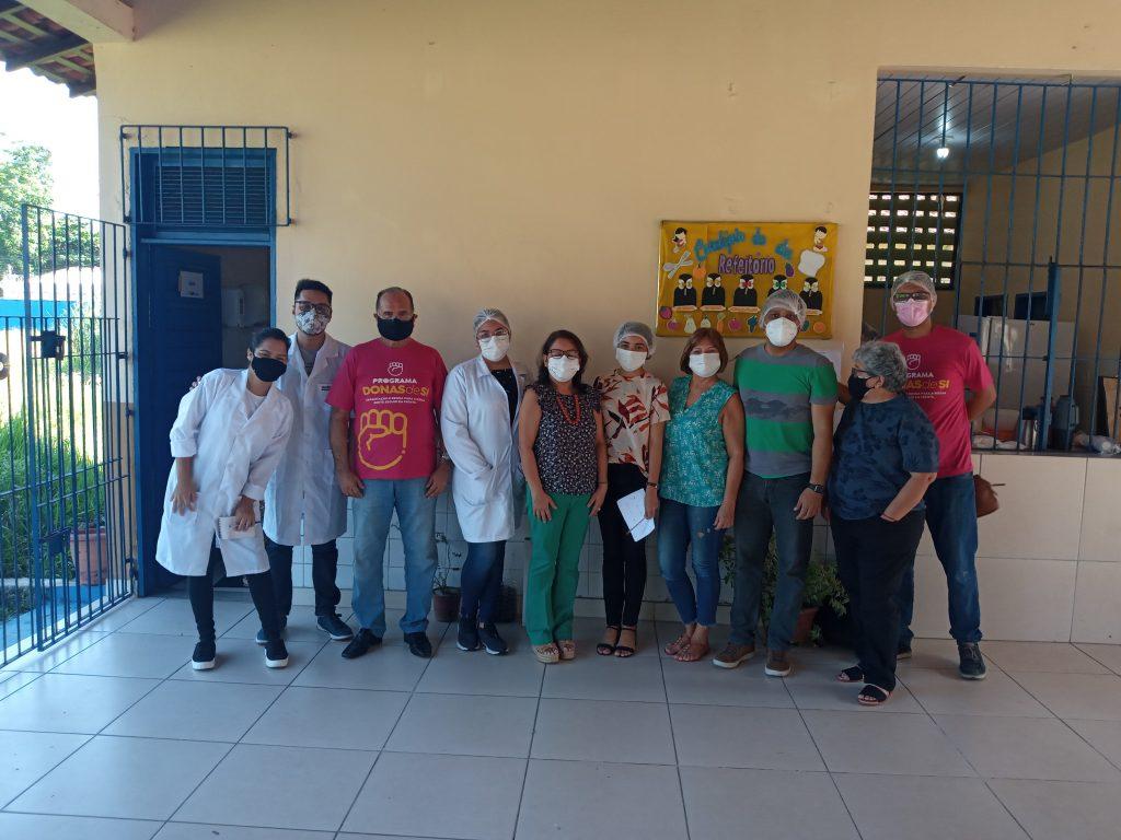 Georgina Galvão, coordenadora-geral do Banco do Povo de Belém, e equipe, recebem os professores e bolsistas da UFPA e a instrutora. (Foto: Ascom BPB)