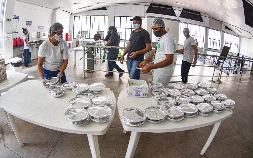 O Restaurante Popular oferece 1.200 quentinhas, de segunda à sexta.