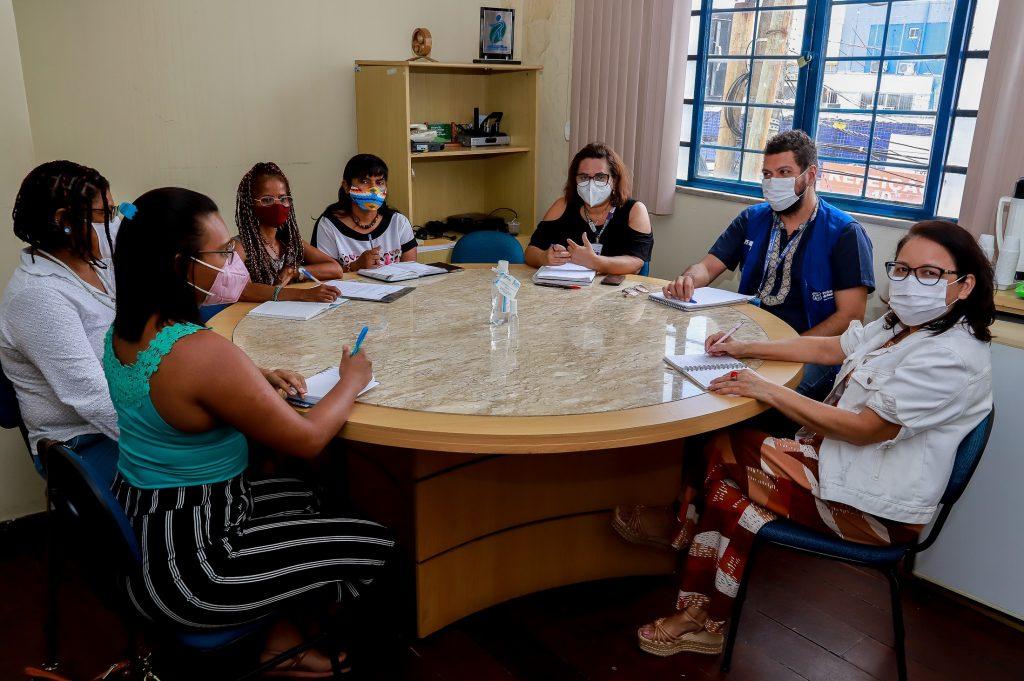 Coordenadora do Banco do Povo de Belém reúne com representantes de outros órgãos da prefeitura.